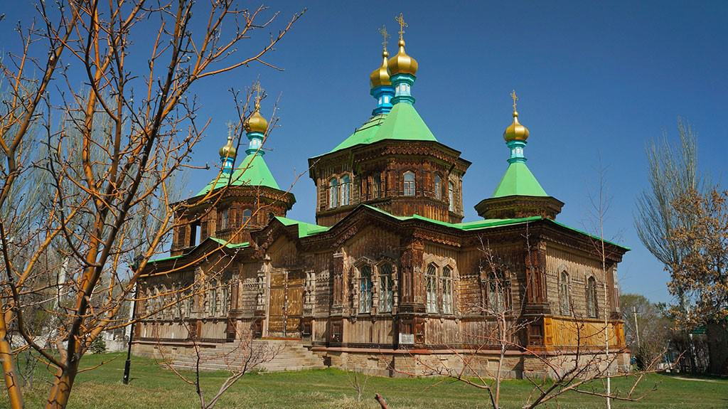 Jour 3. Tcholpon-Ata – gogres Grigorievskoe et Semienovskoe – Karakol (160 km, 3h)