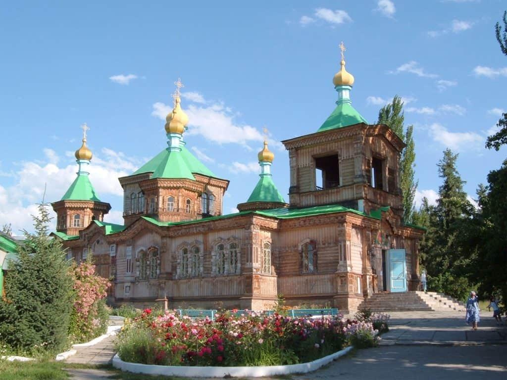 Day 7. Tamchy – Grigoriev and Semienov gorge – Karakol (ca. 215 km, 3-4h)